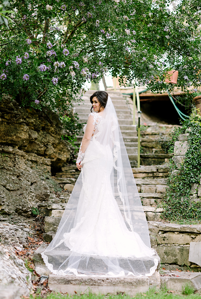 Sommer's Bridals | Julie Wilhite Photography | Austin Bridals | Jennifer's Gardens | Outdoor Bridals | via juliewilhite.com